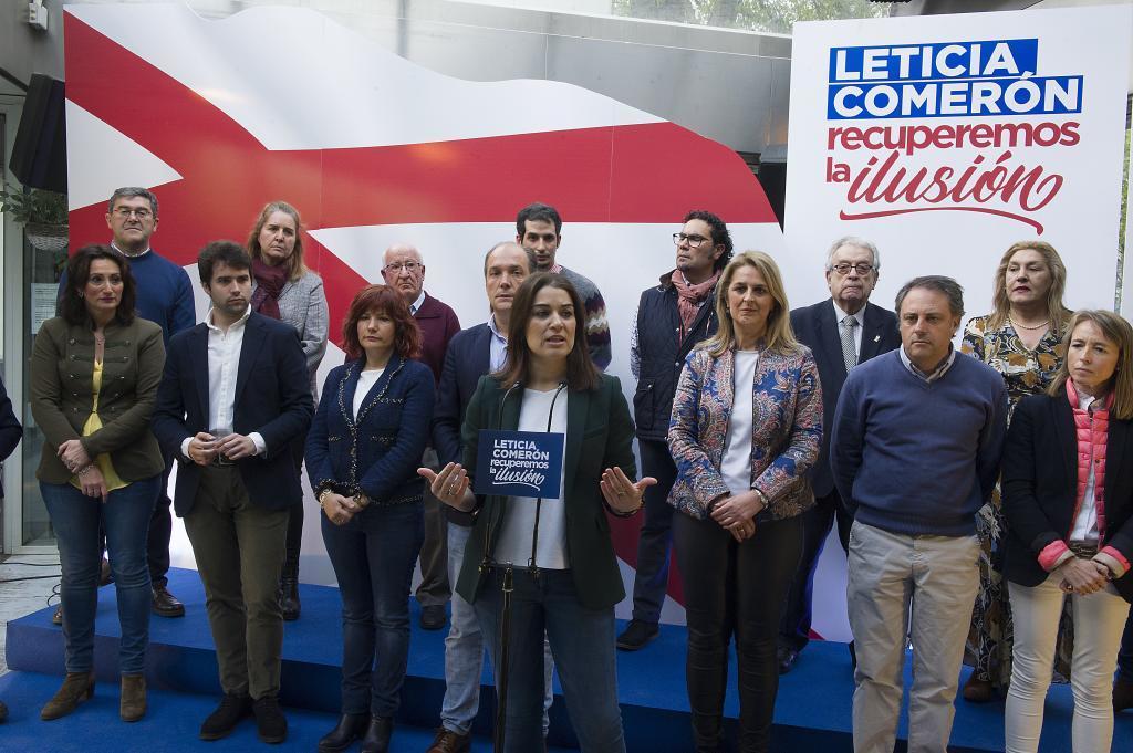 Leticia Comerón, aspirante a la Alcaldía de Vitoria, con su candidatura.