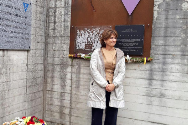 La ministra de Justicia, Dolores Delgado, en el campo nazi de Gusen.