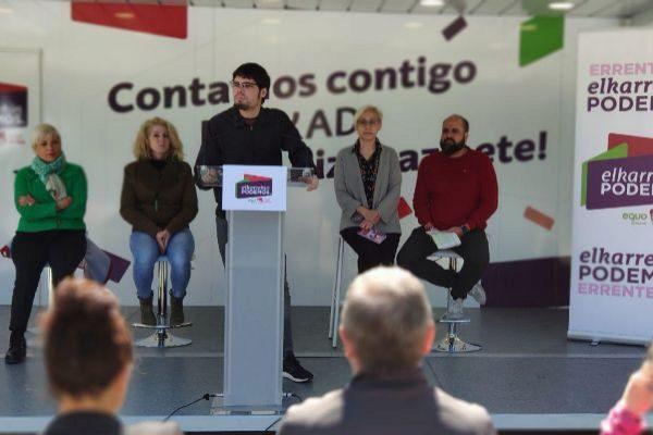 Martínez interviene en el acto de Errenteria.