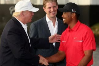 """Tiger Woods, un ídolo """"apolítico"""" al que Trump sí recibe con honores"""