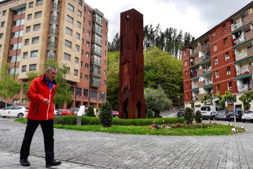 Escultura en Ermua en homenaje a Miguel Ángel Blanco, concejal del PP asesinado por ETA