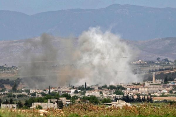 Humo sobre la provincia rebelde de Idlib, al norte de Siria.