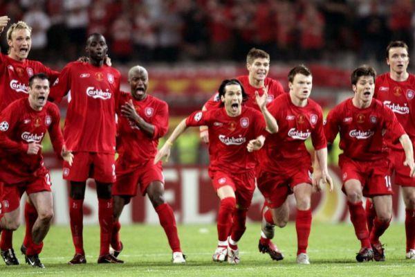 Los futbolistas del Liverpool celebran la Champions de 2005