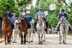 Un grupo de caballistas pasean por el real de la Feria en su primera jornada de 2019.