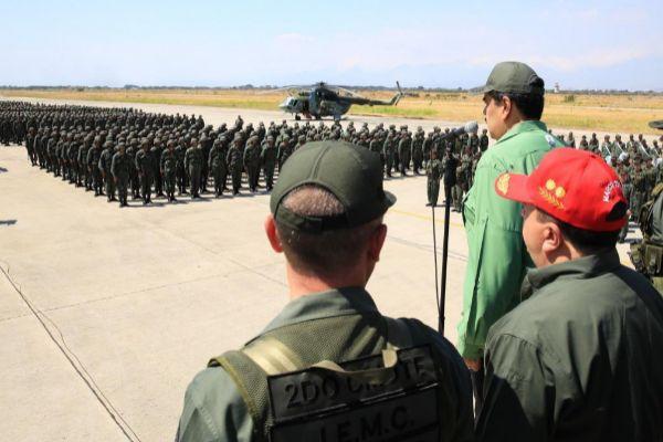 Nicolás Maduro durante una visita a una base militar en Aragua.