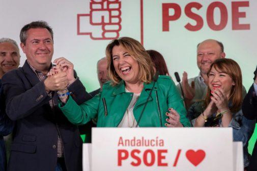 El alcalde de Sevilla, Juan Espadas, felicita a Susana Díaz en la noche del pasado 28-A.