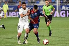 El Huesca baja a Segunda tras la derrota ante el Valencia (2-6)