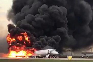 41 muertos tras arder un avión por culpa de un rayo