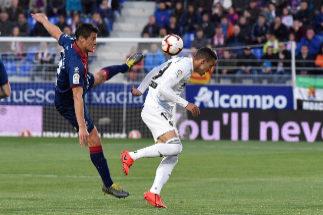 Goleada del Valencia que envía al Huesca a Segunda
