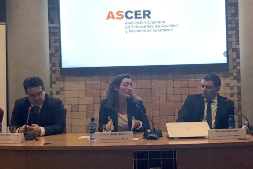 La responsable de Asuntos Industriales de Ascer, Victoria Zaera,  en la mesa redonda.
