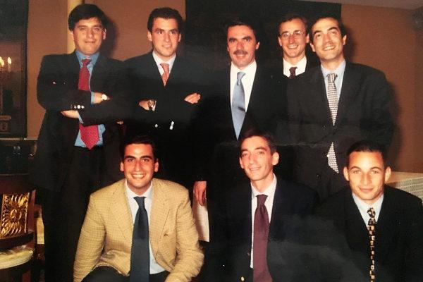 Integrantes del PP vasco en el inicio de los 2000 junto al entonces presidente del Gobierno, José María Aznar