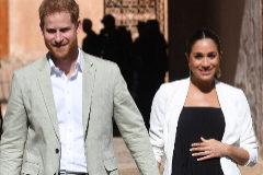 ROM101. RABAT (MARRUECOS).- Foto de archivo de los duques de Sussex, Enrique y <HIT>Meghan</HIT>, mientras visitan los Jardines Andaluces en Rabat (Marruecos) el 25 de febrero de 2019. Buckingham Palace anunció este lunes que la duquesa se ha puesto de parto.