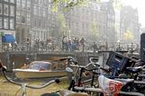 Turistas visitando Ámsterdam.