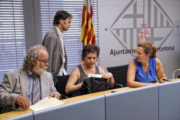 Pin junto a otros representantes municipales en una imagen de archivo