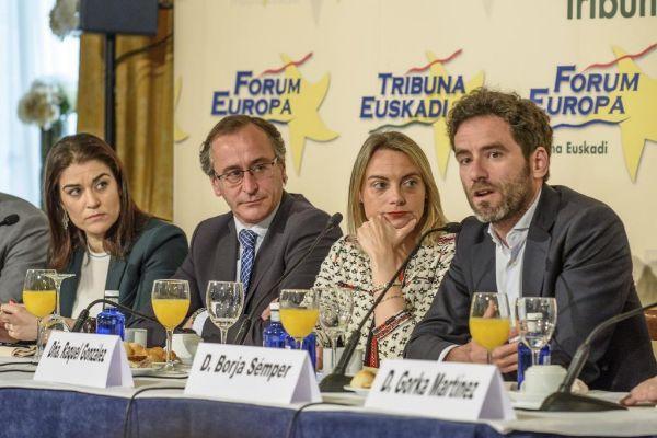 Comerón, Alonso, González y Sémper en el acto de Bilbao.