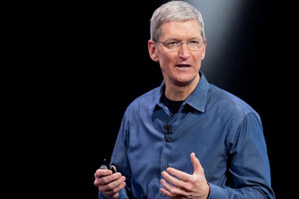 """El CEO de Apple, contra Google y Facebook: """"saben más de ti que alguien que te espíe por la ventana"""""""