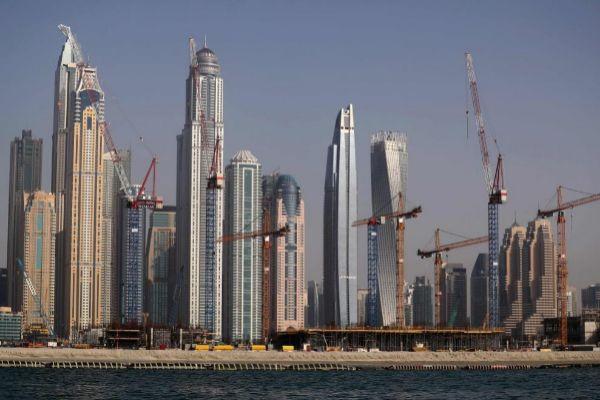Obras de construcción en el Puerto deportivo de Dubai.