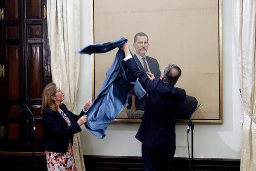 El Rey Felipe VI, retratado en un lienzo presentado este lunes en el Congreso.