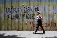 """González dice que sólo """"las bayonetas"""" sostienen a Maduro"""