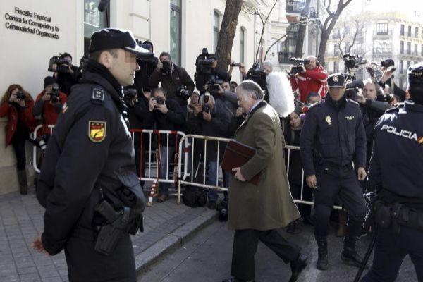 Luis Bárcenas ante la sede de la Fiscalía Anticorrupción-