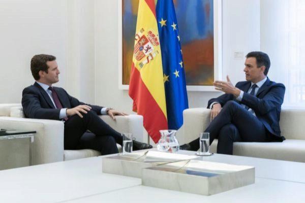 El presidente del Gobierno, Pedro Sánchez, se reúne con el líder...