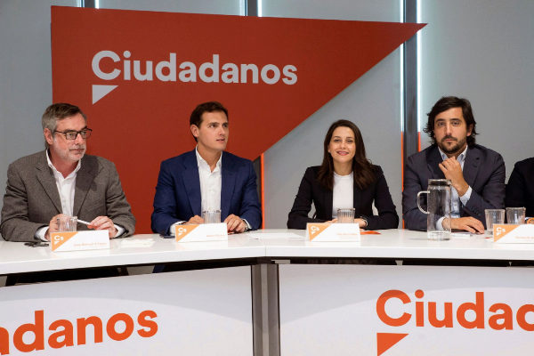 Albert Rivera junto al Comité Ejecutivo de Ciudadanos ayer.