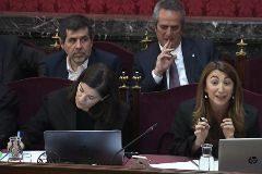 Jordi Sànchez (izqda.), junto a Joaquim Forn, en un momento del juicio del 1-O.