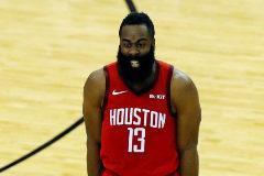AMS28. HOUSTON (ESTADOS UNIDOS), 06/05/2019.- El escolta de los Houston Rockets, James <HIT>Harden</HIT>, regresa al juego luego de un receso durante un partido de eliminatoria de la Conferencia Oeste, entre Golden State Warriors y Houston Rockets, en el Toyota Center de Houston (EE.UU.).   PROHIBIDO SU USO POR SHUTTERSTOCK