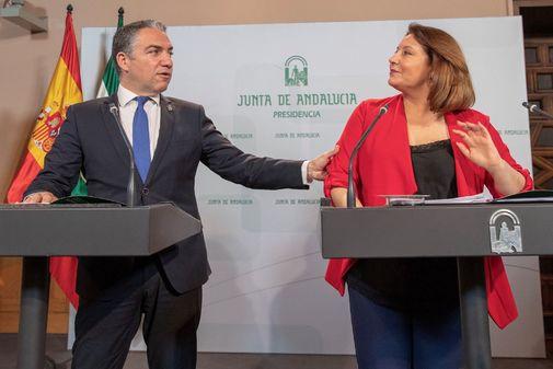 Los consejeros Elías Bendodo y Carmen Crespo, este martes tras la reunión del Consejo de Gobierno.