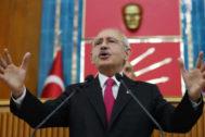 El presidente del CHP anuncia que  Ekrem Imamoglu seguirá siendo el candidato de la oposición.