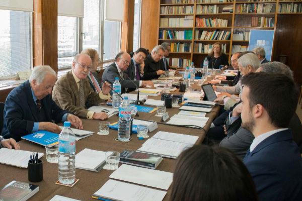 Ponentes del IEE, la CCIES y la AESP durante la presentación del informe.