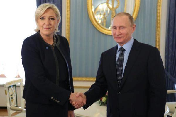 Marine Le Pen y Vladimir Putin, durante una entrevista entre ambos.