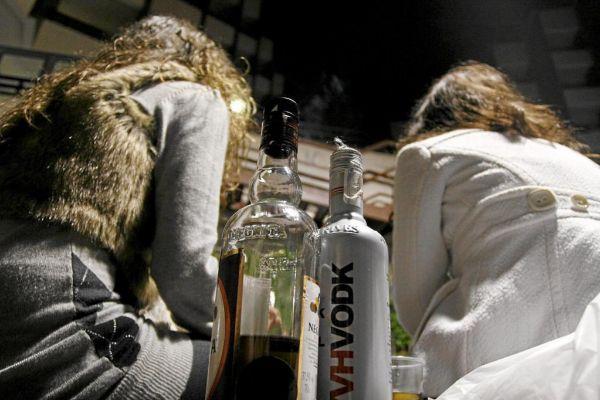 Imágenes de un botellón durante un fin de semana, en imagen de archivo.