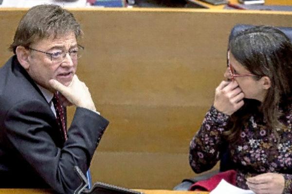 Ximo Puig y Mónica Oltra, en las Cortes.