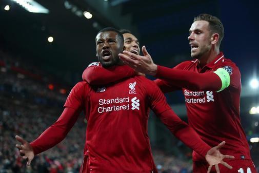 Wijnaldum celebra el tercer gol del Liverpool en Anfield.