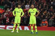EPA6986. LIVERPOOL (REINO UNIDO).- Gerard Pique (i) y Sergio <HIT>Busquets</HIT> de Barcelona reaccionan en acción en el juego correspondiente a las semifinales de la Liga de Campeones de la UEFA, este martes en el estadio Anfield de Liverpool (Reino Unido).