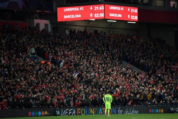 Messi, en Anfield tras la eliminación del Barcelona.