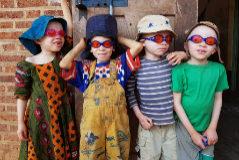 Niños albinos en el centro de Kabanga.
