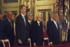 Felipe VI y Juan Carlos I recibidos en Italia con la letra de Pemán
