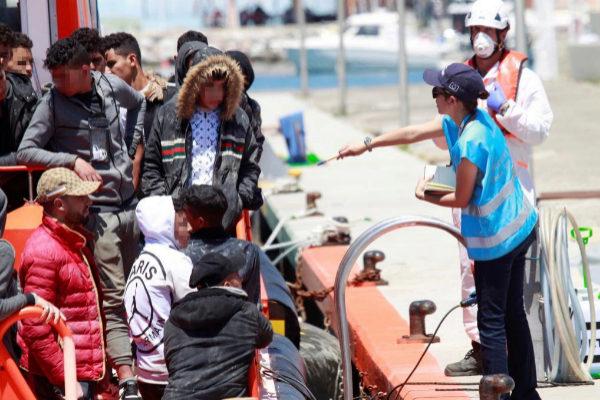 Inmigrantes, a su llegada al puerto de Algeciras (Cádiz).
