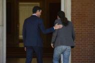 Pedro Sánchez y Pablo Iglesias, momentos antes de su reunión en La Moncloa.