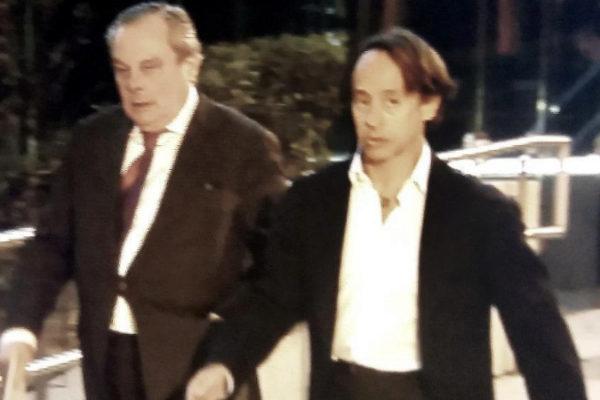Adrián de la Joya (dcha.), tras declarar en la Audiencia Nacional en...