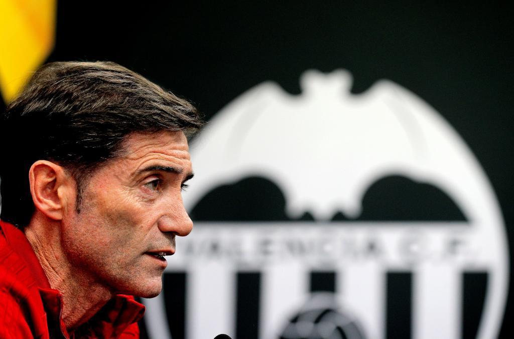 El técnico del Valencia CF, García del Toral, durante la rueda de prensa previa al partido de vuelta de semifinales ante el Arsenal en Mestalla.