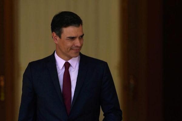 Pedro Sánchez, en la Moncloa, antes de reunirse ayer con Pablo Iglesias.