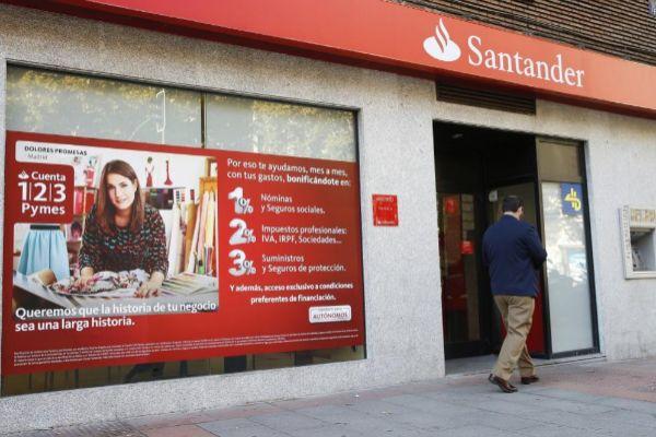 """El Banco de España ve """"potencial"""" para cerrar otras 4.000 sucursales tras los ERE de Santander y CaixaBank"""
