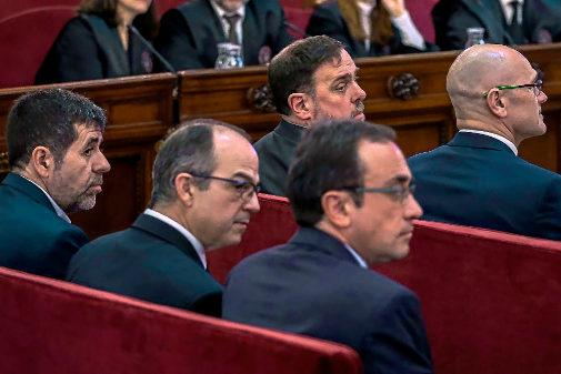Banquillo de los acusados en el juicio del 1-O con los candidatos a las elecciones