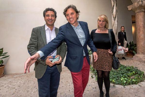 Mateo Isern, en Can Balaguer, acompañado por Biel Company y Rosa Estaràs.