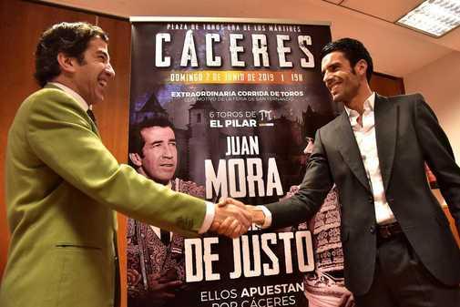 Cáceres salva San Fernando con Juan Mora y Emilio de Justo