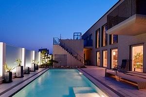 Arquitectura, tecnología para piscinas, jardinería y energías renovables