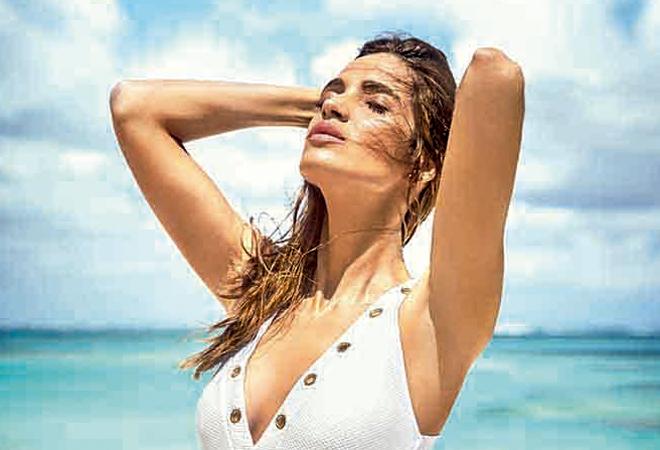 3a9897818525 Sara Carbonero tiene los biquinis y bañadores que se adaptan a todo ...